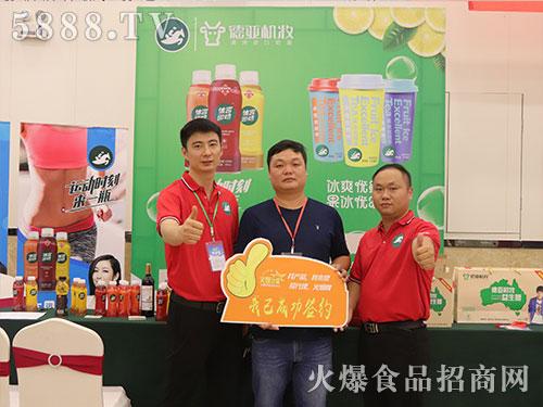 火爆之星全国经销商成长论坛合肥站广州体言与经销商签单