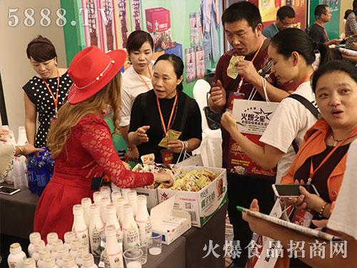 火爆之星经销商成长论坛长沙站广东万劲食品现场咨询不断