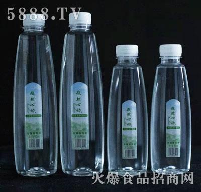 瓶然心动饮用天然矿泉水产品图