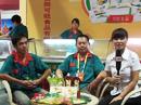 火爆食品招商网在第八届河南省糖酒会上采访安阳可旺食品