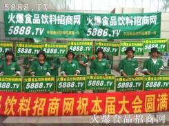 绿色服装展现火爆战士的气质与风采