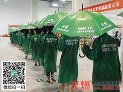 整齐的绿色宣传队伍展现了火爆网的实力