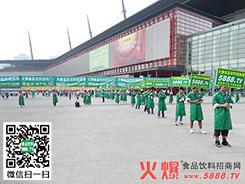 绿色长龙成为第十四届郑州糖酒会一道靓丽的风景