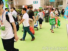2017济南糖酒会,人人背着火爆袋!