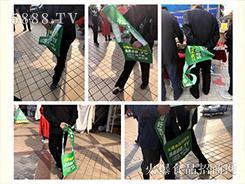 火爆人用绿袋装扮展会,火爆人以精神展现精彩