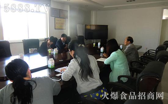 山东奶业协会会长 秘书长来东君乳业 禹城 有限公司考察