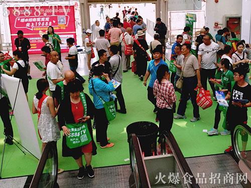 2017漯河食博会,火爆食品网的绿色邮差袋满场飞!