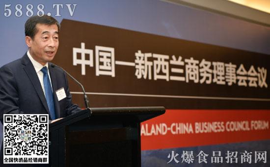 伊利集团执行总裁张剑秋在中新商务理事会会议发表主题演讲