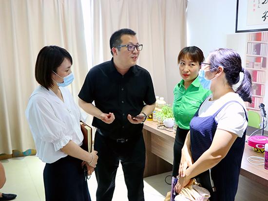 热烈欢迎创新协同中心吴主任一行莅临亚虎app客户端下载网参观考察!